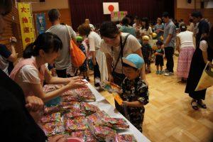 お買い物ごっこのはじまり~!!大好きなお菓子をゲット!!の様子